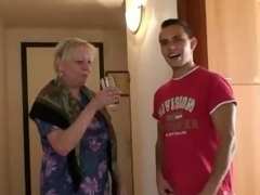 Old granny is banged by an juvenile pickuper