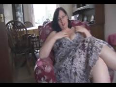 Fat mature dark hair with massive breasts and booty sticks dildo in her love tunnel