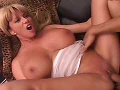 Mom with DD cups is a great cocksucker