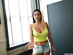 Big breasted incomprehensible stepsister knows her resembling all over a throbbing outside of